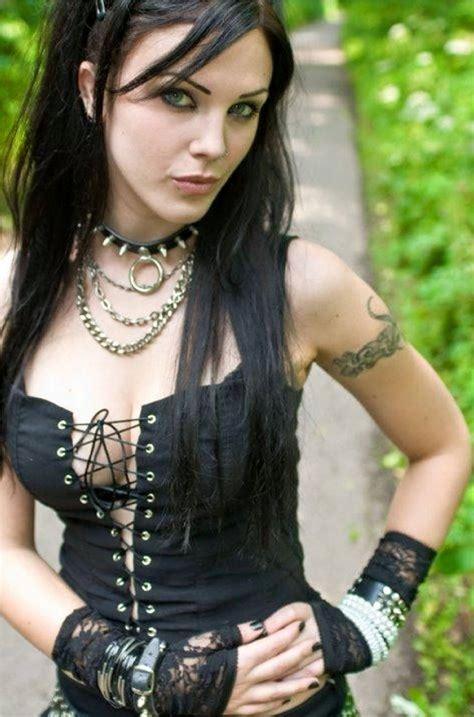 naked goth babe